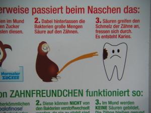 Auf www.zahnfreundchen.de gibt es Süßigkeiten, die verhindern, dass einem Bakterien auf die Zähne pinkeln. Was man auf einem Kindergartenfest alles lernt!
