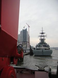 """HMS Tyne von der """"Sonne"""" aus gesehen"""