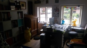 Arbeitszimmer mit geräumigem Stehpult